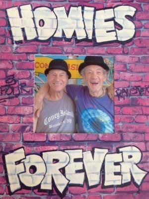"""<a href=""""http://www.theatermania.com/new-york-city-theater/news/10-2013/homies-forever-check-out-patrick-stewart-and-ian-m_66191.html"""" target=""""_blank"""">theatermania.com</a>"""