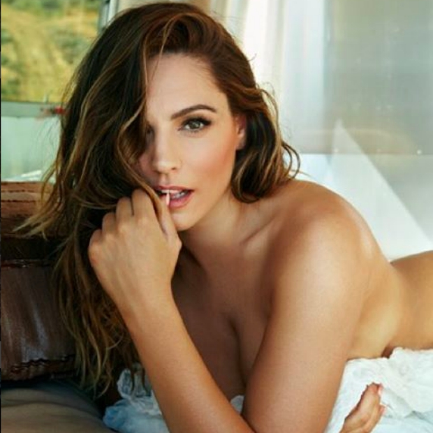 Naked Female Celebrites 43