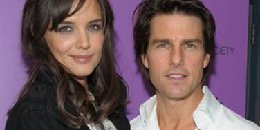 Tom Cruise & Katie Holmes Have An Ice-Skating Date With Suri