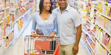 couple shopping at super market
