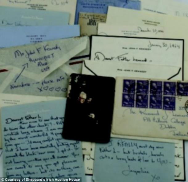 "<a href=""http://www.dailymail.co.uk/femail/article-2627435/He-loves-chase-bored-conquest-Never-seen-private-letters-Jackie-Kennedy-reveal-despair-JFKs-womanizing-ways-heartbreak-death.html?ITO=1490&ns_mchannel=rss&ns_campaign=1490"">dailymail.co.uk</a"