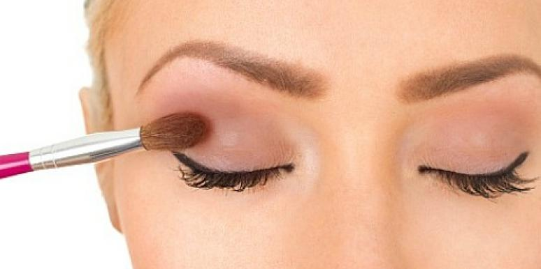girl applying eyeshadow