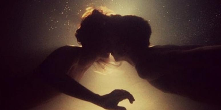 couple kissing under water