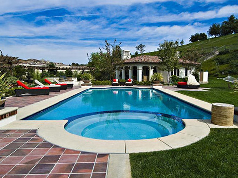 "<a href=""http://thejustinbiebershrine.com/2012/04/pictures-justin-biebers-new-house-mansion-calabasas-april-2012.html""/>Justin Bieber's Calabasas Mansion Just Sold To Khloe Kardashian</a>"