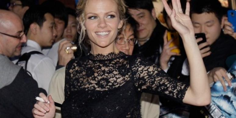 Brooklyn Decker waving