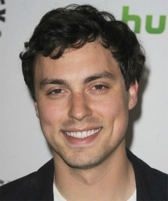 "<a href=""http://www.thehairstyler.com/celebrity-hairstyles/john-francis-daley"" target=""_blank"">thehairstyler.com</a>"