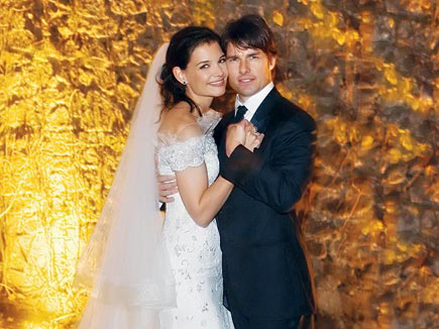 """<a href=""""http://assets.nydailynews.com/polopoly_fs/1.1510295!/img/httpImage/image.jpg_gen/derivatives/article_970/people-cruise.jpg""""/>Katie Holmes & Tom Cruise</a>"""