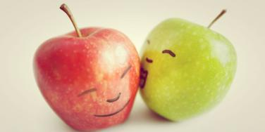 apples kissing