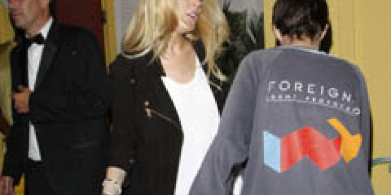 Lindsay Lohan throws drink on Sam Ronson