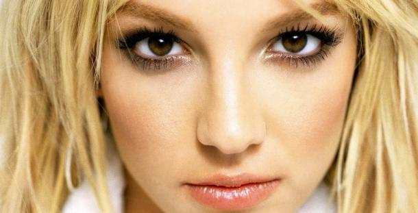 "<a href=""http://img.over-blog-kiwi.com/0/67/02/21/201312/ob_122512_britney-spears-beautiful.jpg""/>Britney Spears</a>"