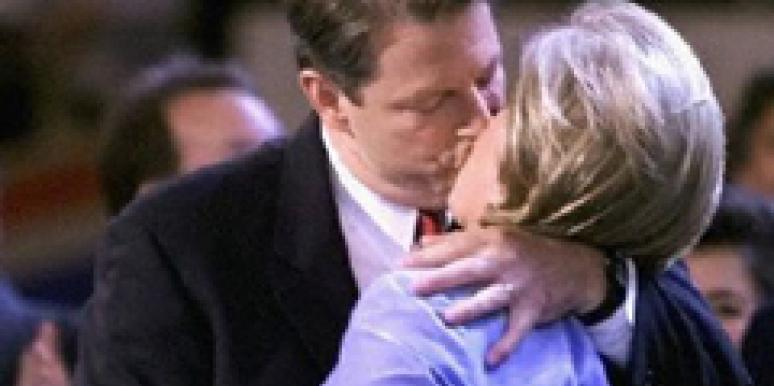 Al Gore and Tipper Gore kissing