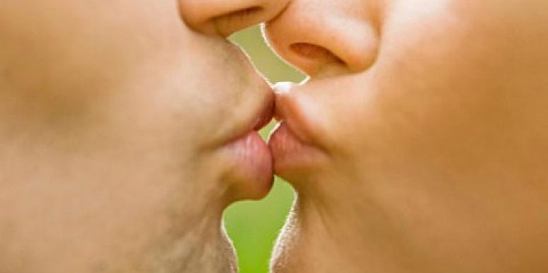 The Pros And Cons Of Kissing On The First Date