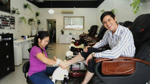 "<a href=""http://www.couriermail.com.au/questnews/city/beauty-salon-sees-a-rise-in-men-lining-up-to-have-pedicures/story-fn8m0qb4-1226590998374"">couriermail.com.au</a>"