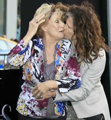 "<a href=""http://www.chacha.com/gallery/5668/which-celebs-shared-awkward-red-carpet-kisses"">chacha.com</a>"