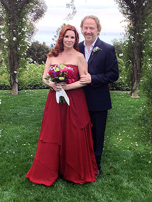 "<a href=""http://stylenews.peoplestylewatch.com/2013/04/26/melissa-gilbert-wedding-dress-timothy-busfield/"">stylenews.peoplestylewatch.com </a>"
