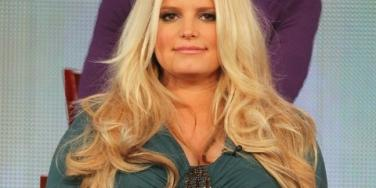 Jessica Simpson About To Give Birth, Goes Shopping Instead
