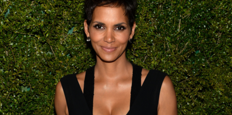 Halle Berry In Love In Paris: See Her Growing Baby Bump!