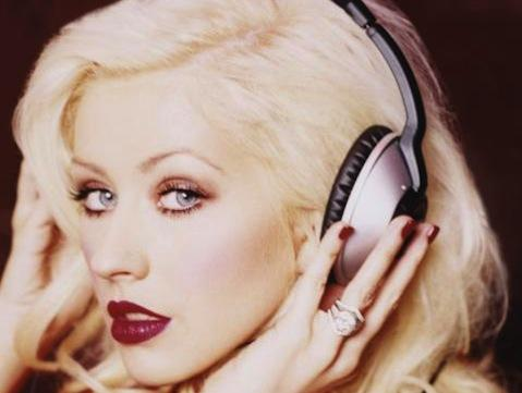"<a href=""http://www.christinaaguilera.com/us/official-gallery/back-basics"" target=""_blank"">Christinaaguilera.com</a>"