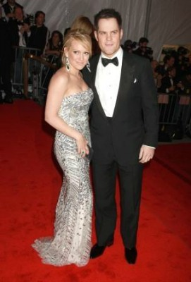 "<a href=""http://www.playerwives.com/nhl/ottawa-senators/mike-comries-girlfriend-hilary-duff/"">playerwives.com</a>"