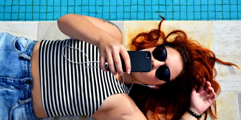 5 Unsexy Things I'm Actually Doing While We're Sexting