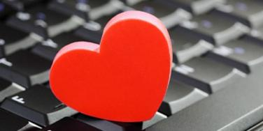 Online Dating? 6 Reasons To Make The First Move [EXPERT]
