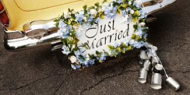 just married car with cans