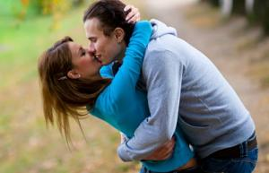 How To Make Your Boyfriend A Better Kisser [VIDEO]