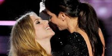 Sandra Bullock and Scarlett Johnasson kiss at the MTV Movie Awards