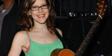 Lisa Loeb Is Pregnant