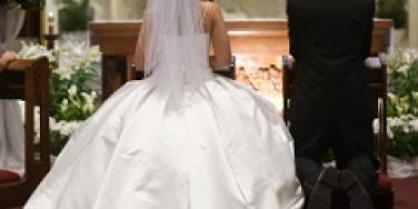 catholic-couple-kneels-at-altar