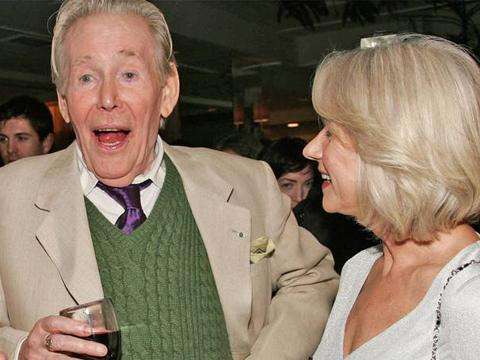 "<a href=""http://www.independent.co.uk/incoming/article7936470.ece/ALTERNATES/w620/pg-26-otoole-2-getty.jpg"">Peter O'Toole & Helen Mirren</a>"