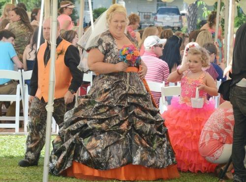"<a href=""http://www.eonline.com/news/415301/honey-boo-boo-wedding-mama-june-sugar-bear-did-not-get-legally-married-had-commitment-ceremony"">eonline.com</a>"