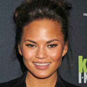 "<a href=""http://www.zimbio.com/Chrissy+Teigen/pictures/pro/2012?Page=5"" target=""_blank"">zimbio.com</a>"