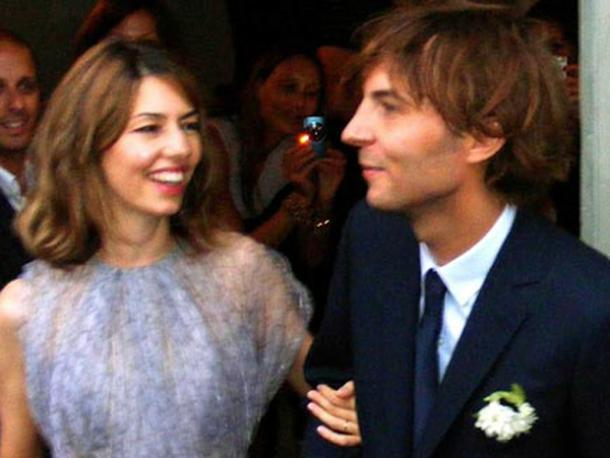 "<a href=""http://i.dailymail.co.uk/i/pix/2011/08/27/article-0-0D98EF3600000578-171_468x453.jpg""/>Sofia Coppola & Thomas Mars</a>"