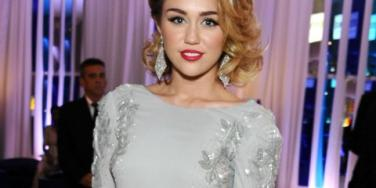 Miley Cyrus on engagement ring
