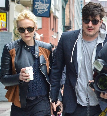 "<a href=""http://www.laineygossip.com/Carey-Mulligan-and-Marcus-Mumford-celebrate-first-anniversary-and-Robert-Pattinson-meetings-on-Hold-On-To-Me/26634"">laineygossip.com</a>"