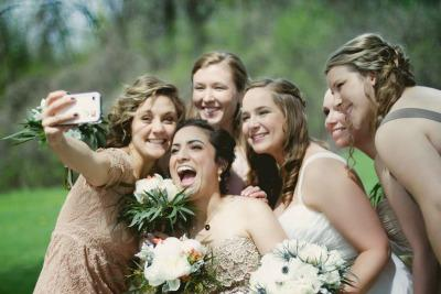 "<a href=""http://www.weddingphotoswap.com/blog/view/just-married-the-wedding-selfie-takeover/#.UtV6EPRDtLo"" target=""_blank"">weddingphotoswap.com</a>"