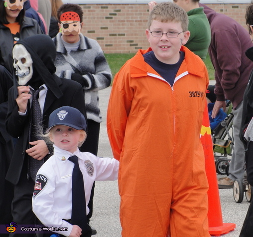 """<a href=""""http://www.costume-works.com/cop_and_convict.html"""">costume-works.com</a>"""