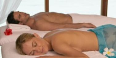 couple spa retreat massage