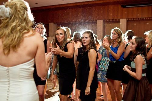 "<a href=""http://www.grabzon.com/10-bridesmaids-who-really-wanted-to-catch-the-bouquet/"">grabzon.com</a>"