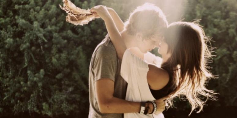 guy and girl kissing in sun