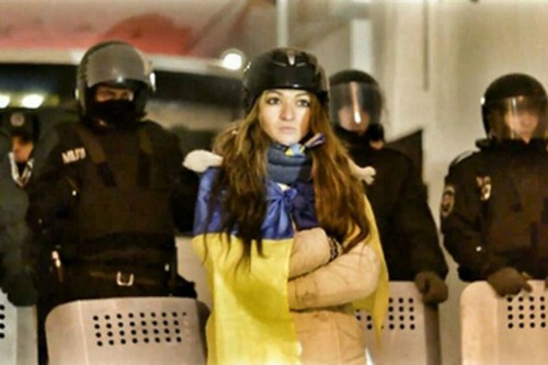 "<a href=""http://www.dailymail.co.uk/news/article-2566724/Love-barricades-Ukrainian-protester-falls-policeman-confronted-texts-say-I-want-marry-you.html"" target=""_blank"">dailymail.co.uk</a>"