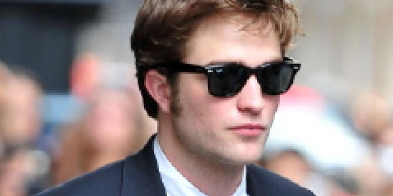 Robert Pattinson Kristen Stewart text message cell phone 400