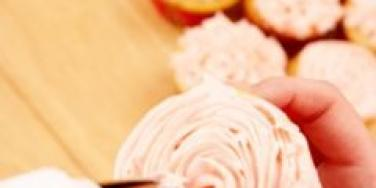 frosting cupcakes pink icing swirl hand