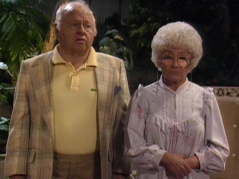 "<a href=""http://www.classicmoviehub.com/blog/wp-content/uploads/2012/09/Golden-Giril-1988.jpeg""/>Mickey Rooney and Estelle Getty on ""The Golden Girls""</a>"