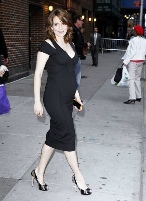"""<a href=""""http://icydk.com/2011/04/12/tina-fey-debuts-her-pregnancy-curves-at-the-letterman-show-last-night/""""> icydk.com </a>"""