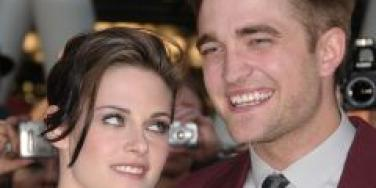 Kristen Stewart & Rob Pattinson All Over Each Other In Public