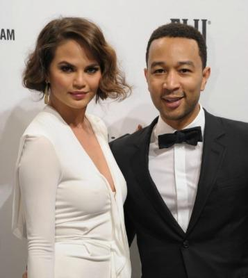 """<a href=""""http://www.nydailynews.com/entertainment/gossip/confidential/chrissy-legendary-ring-chase-article-1.1263639"""">nydailynews.com</a>"""